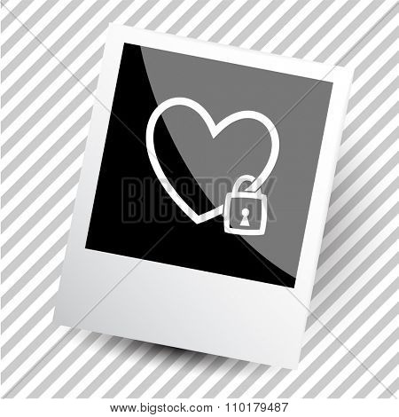 closed heart. Photoframe. Raster icon.