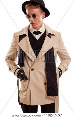 Detective Undercover.