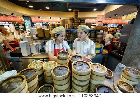 SINGAPORE - NOVEMBER 08, 2015: workers of the food court of The Shoppes at Marina Bay Sands. The Shoppes at Marina Bay Sands is one of Singapore's largest luxury shopping malls