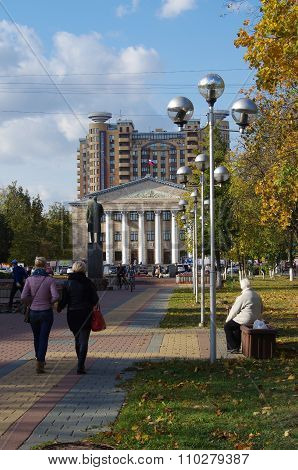 Autumn Street In Zhukovsky