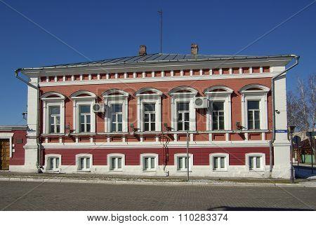 Kolomna, Russa - April, 2014:  Manor Of Merchant Petrov On The Street Lazhechnikov In Kolomna, Mosco