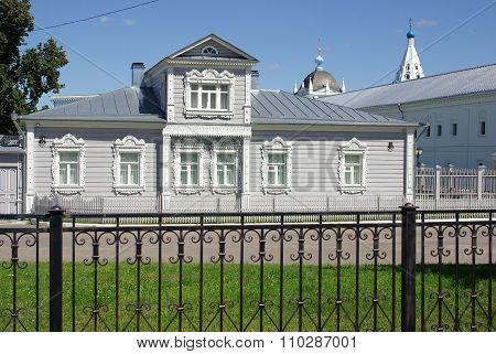 Kolomna, Russia - June, 2012: House With Carved Architraves In Kolomna Kremlin