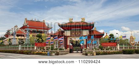 Chinese Temple Viharnra Sien in Pattaya outside