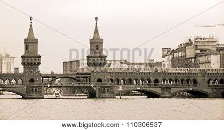 Beautiful view of famous Oberbaum Bridge