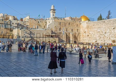 Lot of people at Western Wall in Jerusalem