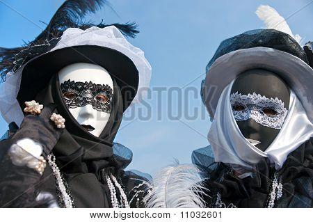 Zwei Masken In Venedig.