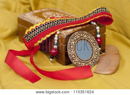 Box for jewelry with kokoshnik, mirror and comb