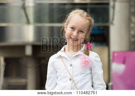 Little girl portrait in the city