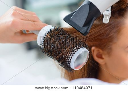 Process of shaping the hairdo.