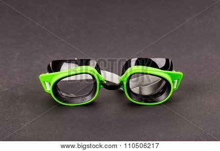 Plastic green goggles for swimming.