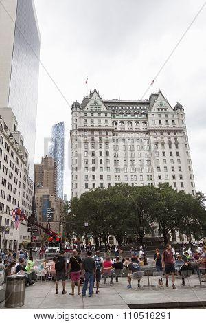 New York City, 12 September 2015: Crowd On Labour Day In Front Of Plaza Hotel Near Apple Store On Fi