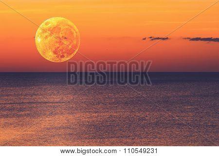 Moonrise over ocean/sea horizon.