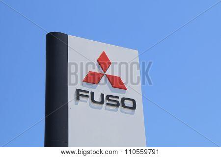 Mitsubishi Fuso track company