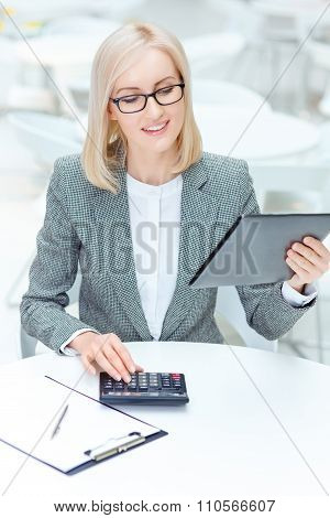 Nice businesswoman working in the cafe