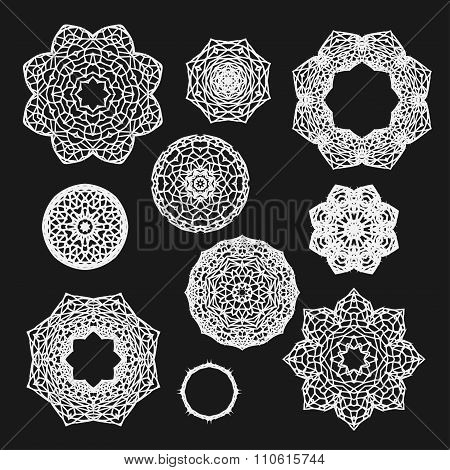 Set Of Gothic Circle Ornament Roses With Thorns In Vector, Isolated White On Black