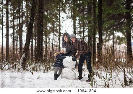 Happy Family Sculpts Snowman.