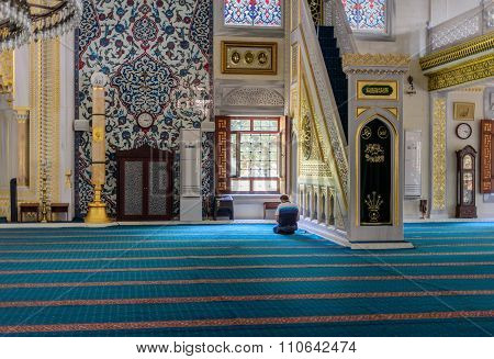 Tunahan Mosque Ritual Of Worship Centered In Prayer, Istanbul, Turkey