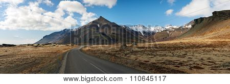 Empty deserted iceland ring road leading into beautiful mountain landscape