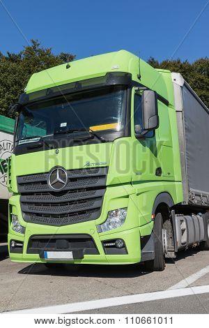 The Mercedes-benz Actros