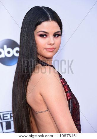 LOS ANGELES - NOV 22:  Selena Gomez arrives to the American Music Awards 2015  on November 22, 2015 in Los Angeles, CA.