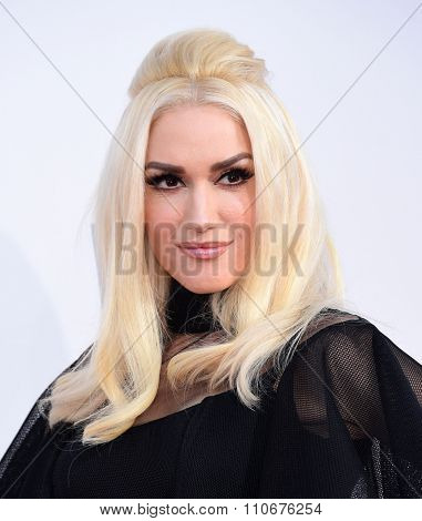 LOS ANGELES - NOV 22:  Gwen Stefani arrives to the American Music Awards 2015  on November 22, 2015 in Los Angeles, CA.