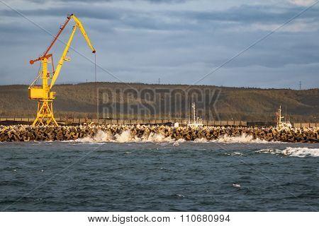 the crane on the pier