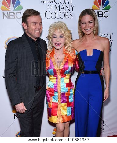 LOS ANGELES - DEC 02:  Rick Schroder, Dolly Parton & Jennifer Nettles arrives to the