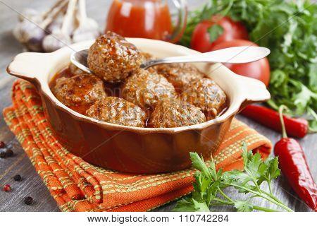 Meatballs In The Ceramic Pot