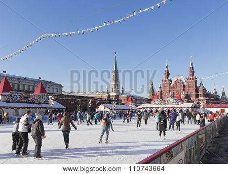 Many Tourists On A Skating Rink On Christmas Eve