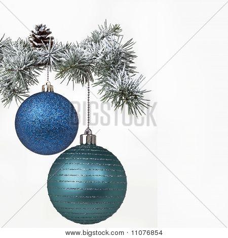 Cristmas balls and tree