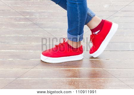 Woman jeans and sneaker shoes.