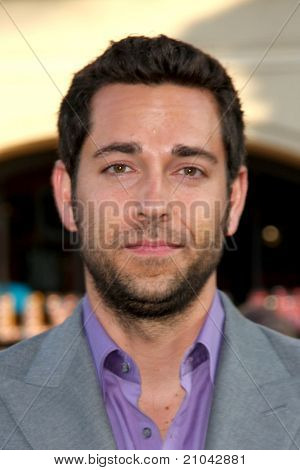 LOS ANGELES - JUN 15: Zachary Levi arriving at the Green Lantern Premiere at Grauman's Chinese Theater on June 15, 2011 in Los Angeles, CA
