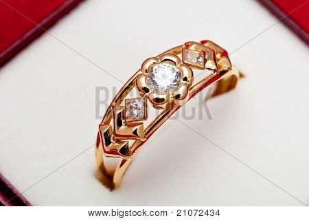 Gold Ring With White Zirconia Enchased