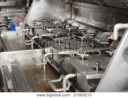 Freidora en cocina de restaurante