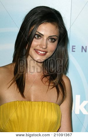 LOS ANGELES - JUN 16:  Phoebe Tonkin arriving at the 2011 Women In Film Crystal + Lucy Awards  at Beverly Hilton Hotel  on June 16, 2011 in Beverly Hills, CA