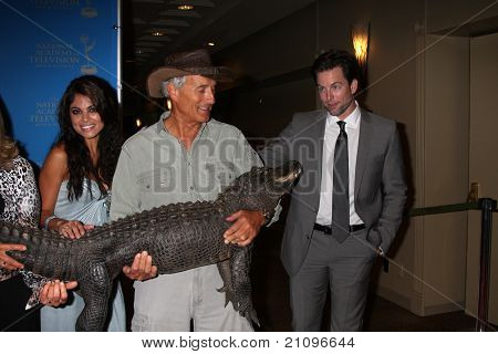 LOS ANGELES - JUN 17:  Lindsay Hartley, Jack Hanna, Michael Muhney arrive  at the 38th Annual Daytime Creative Arts Emmy Awards at Westin Bonaventure Hotel on June 17, 2011 in Los Angeles, CA