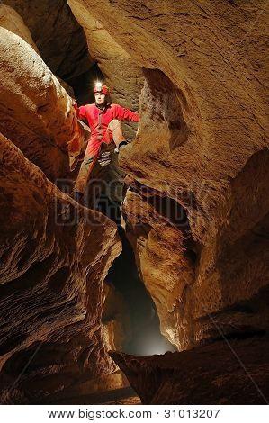 Cueva explorer
