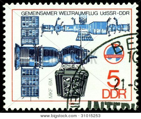 Vintage  Postage Stamp. Soyuz Camera And  Spase Complex.