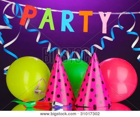 Partei Elemente auf Lila Hintergrund