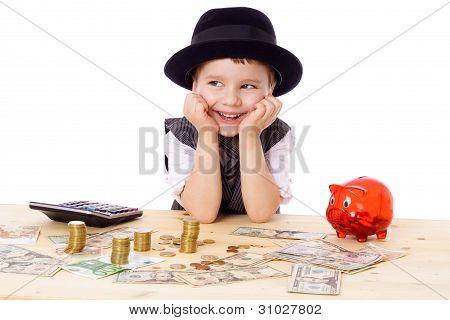 Menino feliz na mesa com dinheiro