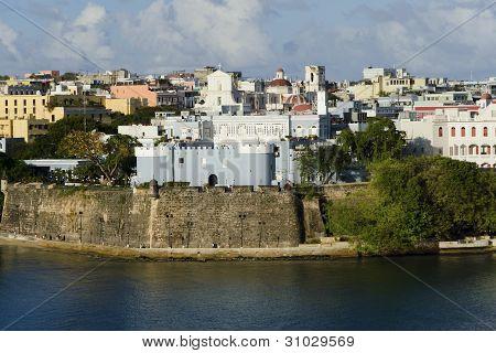 Vista de noite na Velha San Juan, Porto Rico