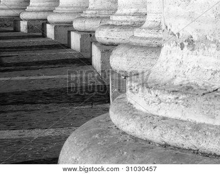 Line of columns