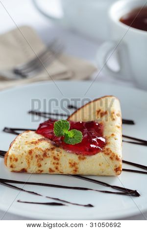 Crepe with red currant jam and mint