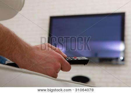 Hombre viendo Tv