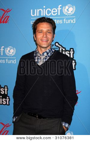 LOS ANGELES - MAR 15:  Seamus Dever arrives at the