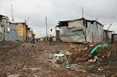 picture of mud-hut  - NAIROBI - JPG