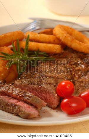 Grilled Steak With Onion Rings