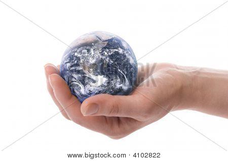 den Globus in Händen