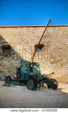Old Howitzer From Wwii Time At A Fort