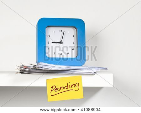 Sticky note reminding 'pending' work